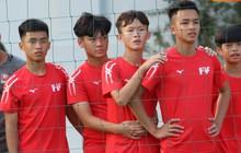 Cầu thủ trẻ PVF xếp hàng chiêm ngưỡng tài năng của các hot boy đến từ châu Âu