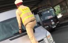CSGT Bắc Ninh nhảy lên đầu, túm cần gạt để dừng xe vi phạm