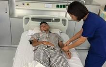 Mặt cầu thủ V.League biến dạng sau va chạm cực mạnh, nhập viện ngay trong đêm