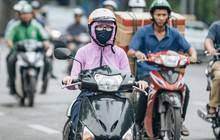 Chùm ảnh: Người Hà Nội khoác thêm áo ấm, thích thú đón nhận chút se lạnh đầu mùa