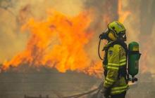 Tự lấy sữa uống khi đến nhà dân dập lửa, người lính cứu hỏa để lại lời nhắn khiến chủ nhà không giận nổi mà còn thấy quá dễ thương