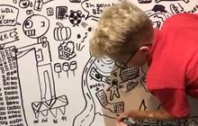 """Cậu bé 10 tuổi chuyên vẽ bậy vào sách giáo khoa được nhà hàng có tiếng mời về trang trí cả một bức tường """"siêu to khổng lồ"""""""