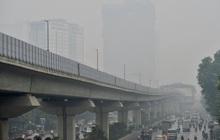 Chùm ảnh: Giữa trưa, nhiều tòa nhà cao tầng ở Hà Nội vẫn ẩn hiện trong lớp sương bụi mù mịt