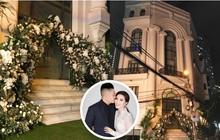 """Trước giờ G đám cưới Bảo Thy: Biệt thự """"siêu to khổng lồ"""" nhà cô dâu đóng kín, đã chuẩn bị hoa trang trí cho ngày hạnh phúc!"""