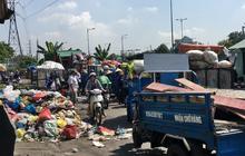 """Clip: """"Ngộp thở"""" những bãi tập kết rác bất đắc dĩ ở Sài Gòn"""