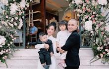 """Gia đình Thế Bảo - Trang Pilla rạng rỡ trong ngày cưới Bảo Thy, dặn dò cô út """"không buồn, không khóc nhè nhé!"""""""