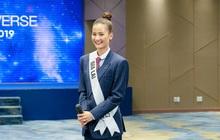 """Mặc vest, chỉ chọn 1 NTK, Hương Ly bị nhận xét """"tự làm nổi bật"""" tại """"Hoa hậu Hoàn vũ VN"""""""