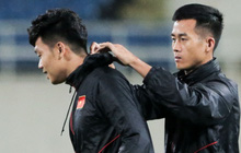 Tuyển thủ Việt Nam lộ cử chỉ tình cảm khi trời Hà Nội chuyển mưa rét ngay trước trận gặp Thái Lan