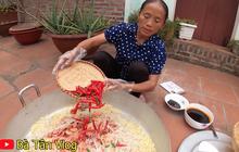 Style dùng ớt làm mì cay của bà Tân: để nguyên cả quả chứ không cắt miếng, đố biết làm xong thì mì có cay không?