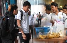 Hình ảnh hậu trường thú vị của tuyển Thái Lan: Yêu cầu khách sạn chuẩn bị đồ ăn nhẹ, cầu thủ thoải mái uống cafe trước giờ tập