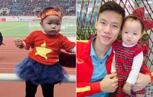 Lần đầu tiên ra sân cổ vũ tuyển Việt Nam, con gái Quế Ngọc Hải chiếm luôn spotlight giữa hơn 40k khán giả ở chảo lửa Mỹ Đình