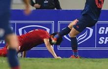 Xả thân bảo vệ khung thành Việt Nam, Văn Hậu được báo Hà Lan so sánh với huyền thoại bóng đá Anh