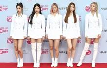 """Là """"siêu tân binh"""" của JYP nhưng ITZY phải mặc đi mặc lại đồ diễn cũ, fan phẫn nộ chê công ty """"giàu mà keo"""""""