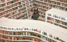 """Quên những địa điểm check in đã quá quen thuộc đi, trend mới khi đến Singapore là phải """"sống ảo"""" ở thư viện mới chuẩn nhé!"""