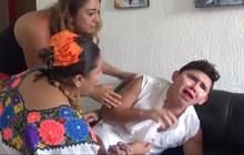 Bị bạn bè ép buộc, Youtuber phải nhập viện vì liều mạng ăn 2 trái ớt cay nhất thế giới cùng một lúc