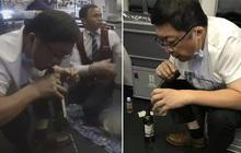 Hành khách trên máy bay nguy kịch vì bị bí tiểu, bác sĩ không ngần ngại dùng miệng hút hết ra ngoài cứu mạng người bệnh