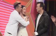 Jun Vũ vừa xuất hiện trong gameshow, dàn sao nam đua nhau... chạy đến ôm
