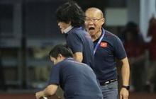 HLV Park Hang-seo quát thẳng mặt bác sĩ U22 Việt Nam vì chưa kịp sơ cứu cho Văn Hậu