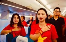 200 CĐV hát vang Quốc ca trên chuyến bay tới Philippines, một lòng hướng về U22 Việt Nam trong trận chung kết SEA games lịch sử