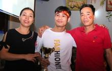 Mẹ tiền đạo Tiến Linh hứa nấu món trứng hấp, canh cua chiêu đãi con trai khi trở về Việt Nam