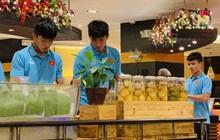 U22 Việt Nam thoải mái, cười tươi khi dùng bữa sáng trước ngày diễn ra trận chung kết SEA Games 30