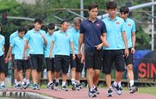 U22 Việt Nam đi bộ khởi động giữa buổi trưa nóng nực trong ngày diễn ra trận chung kết SEA Games 30