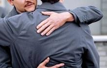 Lá lành đùm lá rách: Anh trai tặng một viên... tinh hoàn cho em trai bị dị tật bẩm sinh