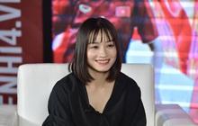 """""""Crush quốc dân"""" Hoàng Thị Loan trả lời tất tật câu hỏi của fan, chia sẻ về mối quan hệ với Công Phượng: """"Phượng như thế ai mà với tới được!"""""""