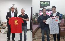 KTS Phạm Đình Quý đấu giá 2 chiếc áo của đội tuyển bóng đá nam nữ vô địch SEA Games 30 để gây quỹ xây trường vùng cao
