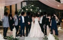 Đến dự hôn lễ của con gái, bà mẹ diện luôn váy cưới khiến dân mạng phẫn nộ, hoang mang không biết đâu là cô dâu