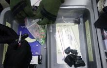 Khách nước ngoài nghi giấu ma túy trong cạp quần để lên máy bay