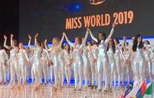 """Không thi bikini, Miss World cho dàn thí sinh """"cosplay"""" siêu nhân điện quang trong phần công bố Top 40?"""