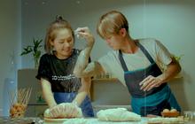 Rất nhanh gọn, chiếc bánh mì của Đạt G và Du Uyên đã im ỉm leo thẳng top 1 trending YouTube rồi!
