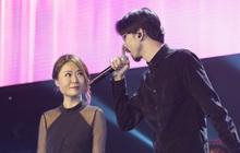 """Nóng: Đen Vâu bất ngờ song ca cùng diva Fiona Fung với sân khấu mash-up độc nhất vô nhị """"A Little Love"""" và """"Bài Này Chill Phết""""!"""