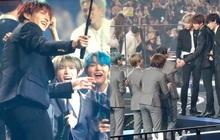 """Vui như anh em nhà Big Hit trảy hội MAMA: TXT sướng rơn khi lọt vào """"Jungkook Vlog"""", BTS reaction nồng nhiệt trước sân khấu của đàn em"""