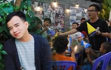 """Gặp thầy giáo tiếng Anh đứng sau những bữa ăn miễn phí cho trẻ em nghèo ở Sài Gòn: """"Làm từ thiện cũng như làm dâu trăm họ"""""""
