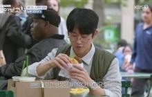 Ăn bánh uống sữa thôi mà Jung Hae In dễ thương đến nối khiến antifan cũng phải gục ngã và xin trở thành... fangirl