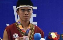 """Cầu thủ Indonesia giành HCĐ võ Muay Thai SEA Games 30 rồi bày tỏ mong muốn trở lại bóng đá, fan kêu gọi anh chàng """"tôn trọng"""" hàm răng của đồng nghiệp"""