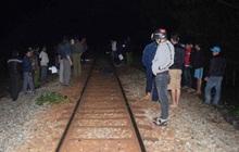 Thanh niên ngồi trên đường ray bị tàu hỏa tông tử vong