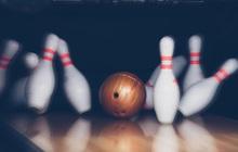 Bóng bowling giờ cũng hack được, một phát ném bừa là đổ dễ như bỡn