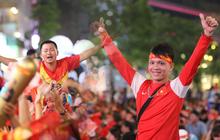 """Đức Chinh tiếp tục lập công nâng tỷ số lên 4-0 cho U22 Việt Nam, CĐV sung sướng reo hò: """"Ăn mừng sớm thôi bà con"""""""