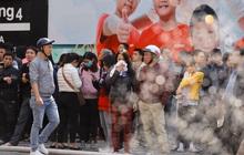 Hà Nội: Cháy chi nhánh ngân hàng, cảnh sát giải cứu người dân sống ở chung cư phía trên bằng xe thang