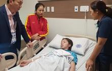 Tuyển thủ nữ Việt Nam ngất xỉu, phải đi cấp cứu sau trận chung kết với Thái Lan tại SEA Games 30