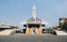 """Sau hơn 1 năm được """"thần đèn"""" phù phép, nhà thờ nặng hàng ngàn tấn ở Sài Gòn chính thức được nâng lên cao 2m để đón Noel"""