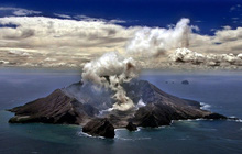 Núi lửa phun trào ở New Zealand, 20 du khách bị thương