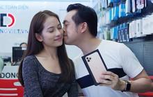 """Sara Lưu """"chơi lớn"""" tặng nhạc sĩ Dương Khắc Linh iPhone 11 Pro Max trị giá 79 triệu đồng nhưng chỉ được ngắm"""