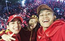 Fan hâm mộ thể hiện tình yêu với đội tuyển Việt Nam qua những cách nào?