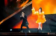 """Vừa ra mắt MV, Phương Ly và Rhymastic thổi bùng sân khấu với bản hit mới tại sự kiện ra mắt xe điện """"siêu to khổng lồ"""""""