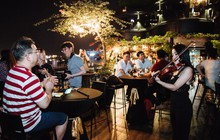 Thưởng thức âm nhạc trên sky bar – Xu hướng trải nghiệm mới