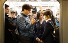 """Trước nạn sàm sỡ trên tàu điện, cảnh sát Nhật Bản tung ứng dụng """"gào thét"""" cho nạn nhân bị quấy rối"""